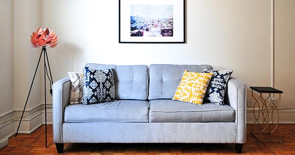 Oživte miestnosť zmenou rozmiestnenia nábytku