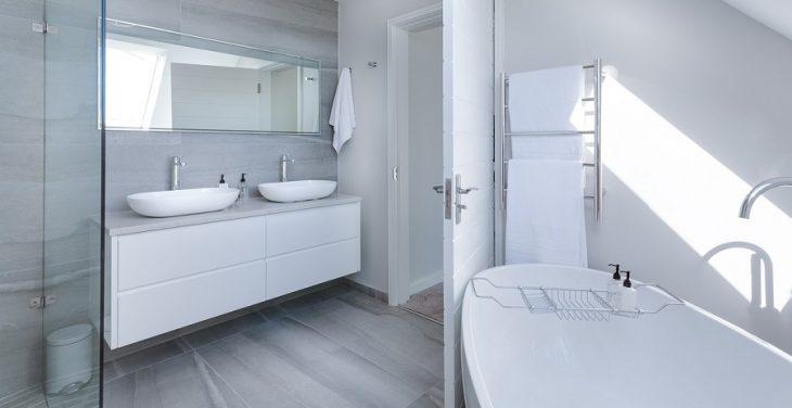Vodný kameň v kúpeľni – ako sa ho zbaviť?